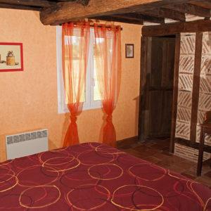 La chambre 1 (lit 160) et sa salle de bain dédiée