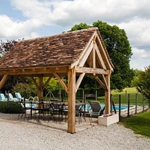La piscine et sa terrasse couverte
