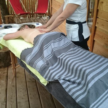 Premiers massages sur la terrasse de l'Escapade